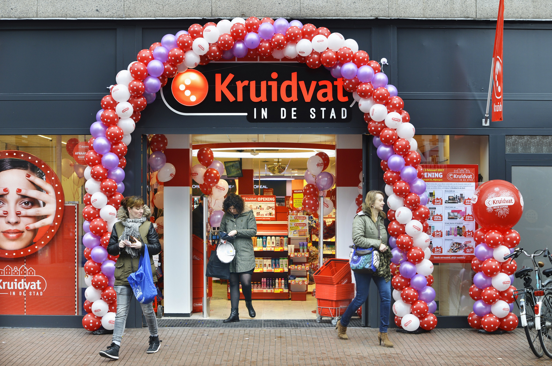 nieuw winkelconcept kruidvat in de stad opent deuren in